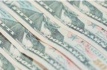 Dólar vai a R$ 4,10 e Bolsa fica abaixo de 90 mil pontos