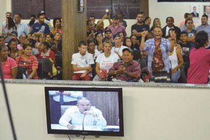 Famílias protestam na Câmara de Diadema contra reintegração de posse e ganham apoio dos vereadores
