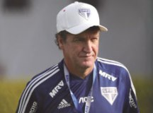 Cuca diz que errou ao falar sobre saídas de atletas do São Paulo e pede desculpas