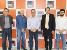 Luiz Zacarias foi recebido pelo secretário-executivo da entidade regional, Edgard Brandão, e demais diretores do órgão. Divulgação/Consórcio ABC