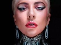 Marca de maquiagem de Lady Gaga terá frete grátis para o Brasil