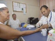 Governo regulamenta concessão de residência a médicos cubanos