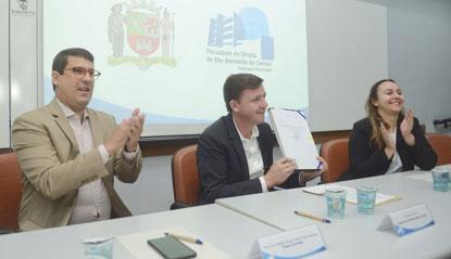 Morando sanciona reajuste dos  funcionários da Faculdade de Direito