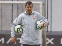 Carille indica Corinthians com voltas de Sornoza e Vagner Love para enfrentar o Inter