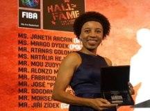Na China, ex-jogadora Janeth Arcain entra oficialmente para o Hall da Fama do Basquete