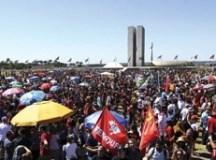 Manifestantes voltam às ruas em defesa de mais recursos para educação