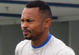 Um dos principais goleadores da história do São Caetano, Ermínio comemora gol e marca