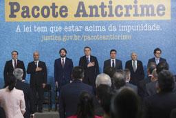 Bolsonaro: criminoso é quem deve temer a lei, não o cidadão