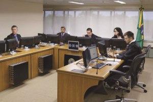 Tribunal da Lava Jato forma maioria e aumenta para 17 anos pena de Lula no sítio