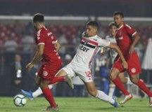 São Paulo supera o Inter e garante vaga na fase de grupos da Libertadores