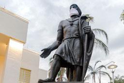 Monumentos de Santo André ganham máscaras para conscientizar população sobre o coronavírus
