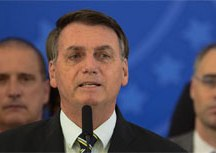 Bolsonaro revela conversa com Moro e acusa ex-ministro de vazamentos