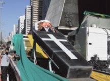 Novo rodízio reduz trânsito na Capital; caminhoneiros protestam contra a medida