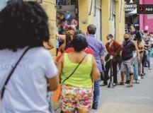 Primeiro dia da reabertura do comércio de rua na Capital tem movimento intenso