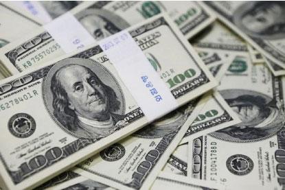 Com 'trégua política', dólar fecha abaixo de R$ 5 pela 1ª vez desde 26 de março