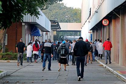 Metalúrgicos da Kostal iniciam mobilização contra fechamento de fábrica em São Bernardo