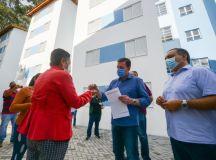 Prefeitura de São Bernardo entrega 60 apartamentos no Divinéia / Pantanal