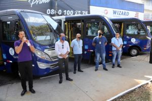 Prefeito Lauro Michels entrega sete novos micro-ônibus