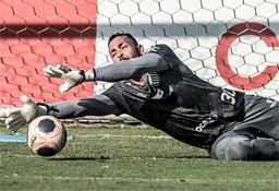 No estádio do Corinthians, Santos joga para amenizar dias conturbados