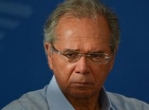 Sob pressão, Guedes tenta recursos para o Renda Brasil