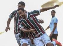 Com dois de Nenê, Fluminense vence e deixa Corinthians perto da zona da degola