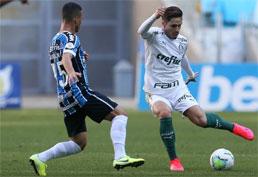 Palmeiras vacila nos acréscimos e fica no empate com o Grêmio no Brasileirão
