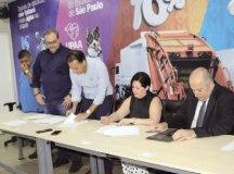 Termo assinado em 11 de março regulariza situação dos serviços de Saúde no município e destina valores para o pagamento de dívidas. Foto: Divulgação