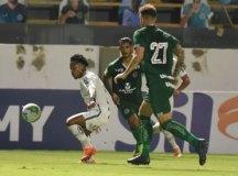 Com arbitragem polêmica, Santos vira sobre o Goiás, mas lesão de Marinho preocupa
