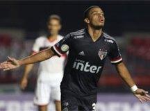 Com bela atuação de Brenner, São Paulo bate Atlético-GO e dá sobrevida a Diniz