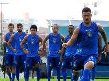 Com salários atrasados, jogadores do São Caetano anunciam greve