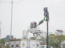 Equipamento foi instalado no cruzamento das Avenidas Lions e Lauro Gomes sem custos ao município; administração já registrou furto de 2 quilômetros de material desde 2018. Foto: Ricardo Cassin/PMSBC