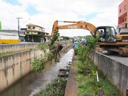 Limpeza preventiva retirou mais de 3.000 toneladas de resíduos dos córregos, rios e piscinões da cidade só este ano. Foto: Divulgação/Semasa