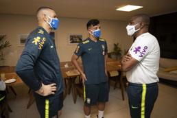 Sem Neymar e Coutinho pela primeira vez, seleção inicia semana com dúvidas
