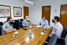 Renovação do convênio foi assinada no gabinete do prefeito Tite Campanella. Foto: Eric Romero / PMSCS