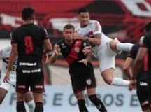 São Paulo se afunda na má fase, perde do Atlético-GO e amplia série sem vitórias