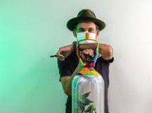 Eduardo Kobra transforma cilindro inativo em obra de arte em prol da vida. Foto: Alan Teixeira/Divulgação