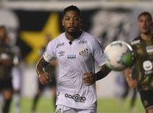 Santos volta a vencer, reage na tabela e rebaixa Coritiba