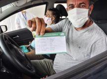 Munícipes foram imunizados em sistema drive-thru; quem não recebeu vacina pode agendar para ir à Craisa ou ao Estádio Bruno Daniel. Foto: Angelo Baima/PSA