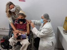Sr. Campos, 98 anos, foi imunizado nesta segunda em Diadema. Foto: cedida pela família Campos
