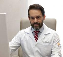 Segundo o médico e tricologista Ademir Leite Junior, a alopecia androgenética em mulheres jovens como a cantora Maraísa ainda surpreende. Foto: Divulgação