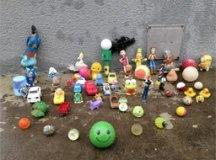 Restos de construção civil e brinquedos estão entre os materiais encontrados pela BRK Ambiental no sistema de esgoto. Foto: Divulgação/BRK Ambiental