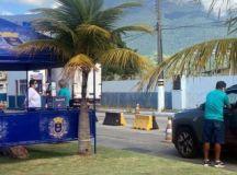 Agentes sanitários da Ilhabela, litoral Norte, fazem barreiras pedindo testes PCR para entrada de turistas na ilha no feriadão sanitário.Foto: Fernanda Carvalho/Fotos Publicas