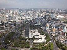 Município adota medidas ainda mais restritivas do que as impostas pelo Governo do Estado na fase vermelha do Plano São Paulo, como a implantação de toque de recolher e suspensão do transporte coletivo a partir das 22h.. Foto: Wikipedia