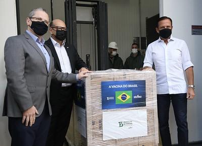 Nesta segunda-feira (12) foi liberado mais 1,5 milhão de unidades; previsão é entregar 46 milhões até o fim de abril. Foto: Governo do Estado de SP