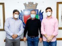 Erico Maia, Tite Campanela e Thiago Auricchio, durante anúncio da vacinação dos alunos da USCS. Foto: Divulgação