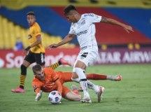 Santos apanha do Barcelona e cai na primeira fase da Libertadores