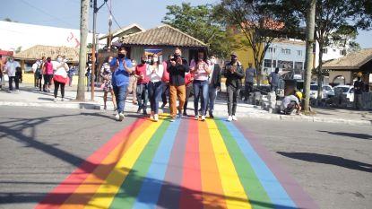 Prefeitura promoveu a pintura de faixa simbólica nas cores do arco-íris, símbolo do movimento LGBTQIA+. Foto: PMETRP