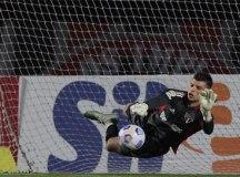 São Paulo sofre com o Fluminense e Volpi garante empate na estreia do Brasileirão