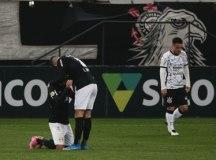 Corinthians cai no segundo tempo e leva virada do Bragantino em Itaquera