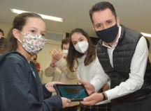 Prefeito Paulo Serra participou da entrega dos tablets na Emeief José Lazarini Junior, na Vila Marina. Foto: Angelo Baima/PSA